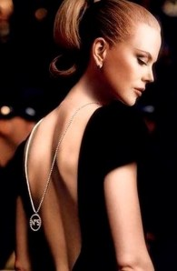 colar nas costas tendencia vr bijoux