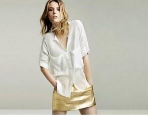Baunilha-saia-metalizada-dourada-e-camisa-de-seda-branca