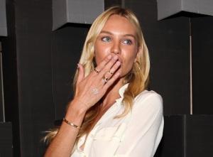Candice Swanepoel skinny rings tendencia