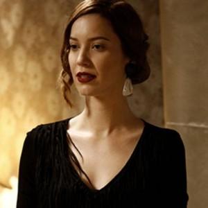 Nathalia Dill, (Sílvia de Joia Rara)