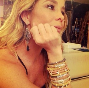 famosas que usam braceletes italianos