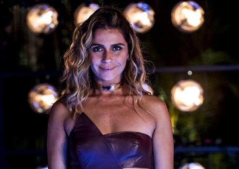 Giovanna Antonelli gargantilha metalica dourada Atena VR Bijoux (1)
